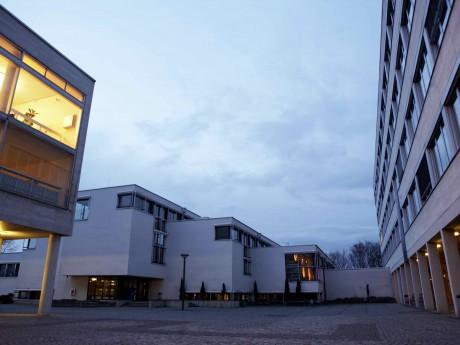 Teilbibliothek Dieburg: Arbeitsplatz für Seh- und Körperbehinderte fertiggestellt