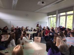 Um die Organisation des Kennlern-Treffens kümmerten sich die Drittsemester der Onlinekommunikation. (Foto: Bennett Asal)