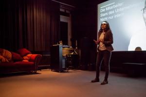 Amal Behjati, Managerin für Bewegtbildkommunikation bei Heraeus, spricht beim MediaMonday