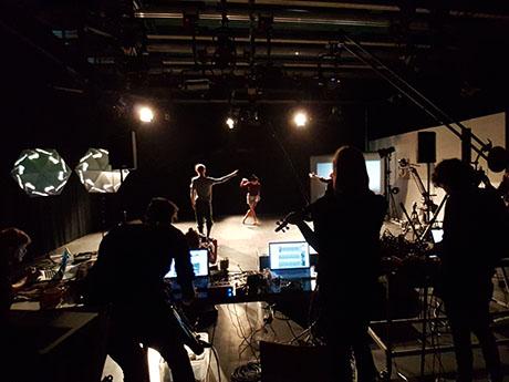 Audiovisuelle Szenografie meets Choreografie am Mediencampus
